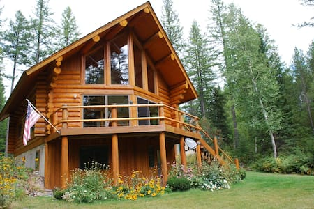 New! - Astrid Log Cabin near Glacier National Park - Columbia Falls - Cabaña