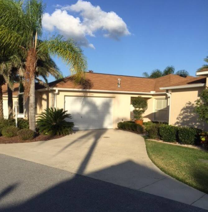 An Elegant And Sustainable Florida Home With Fantastic Views: 2br COURTYARD In Largo Near Pool & Sumter Landing