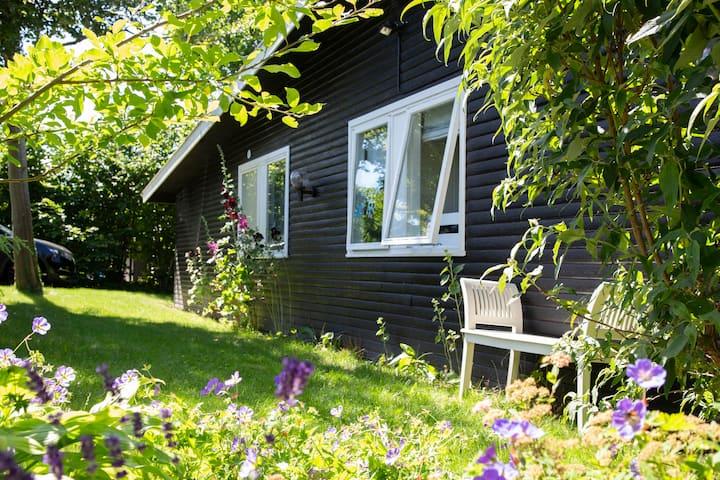 Stort, charmerende sommerhus, plads til 10 pax
