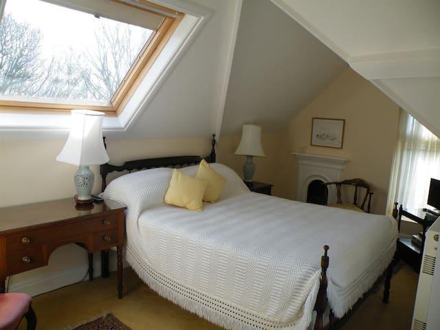 Broadlands Gate - The Junior suite