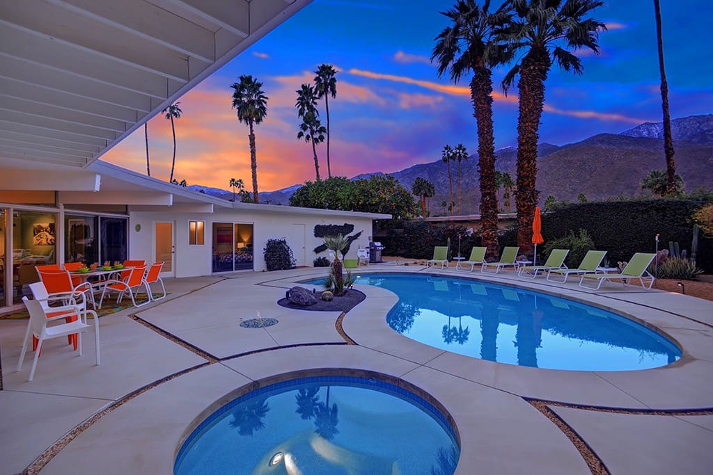 SUNSET OVER SPA - THE PALMS PAD - PALM SPRINGS VACATION RENTAL POOL HOME
