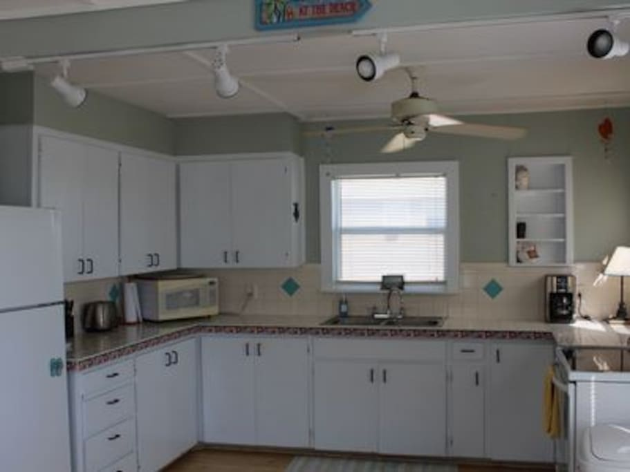 Spacious, fully equipped kitchen - microwave, oven, fridge, toaster, coffee maker.