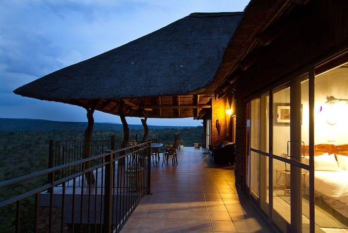 Mabalingwe Uzuri Game Lodge