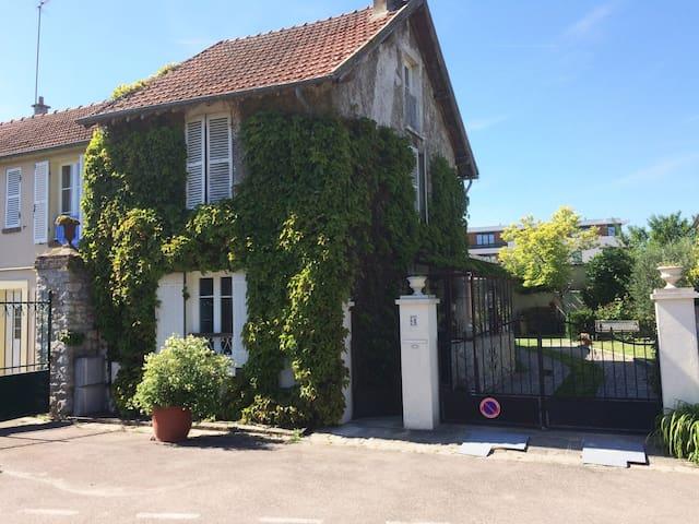 petite maison ancienne , ambiance cosy