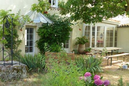 Chambre dans maison ancienne près de La Rochelle - Marsilly