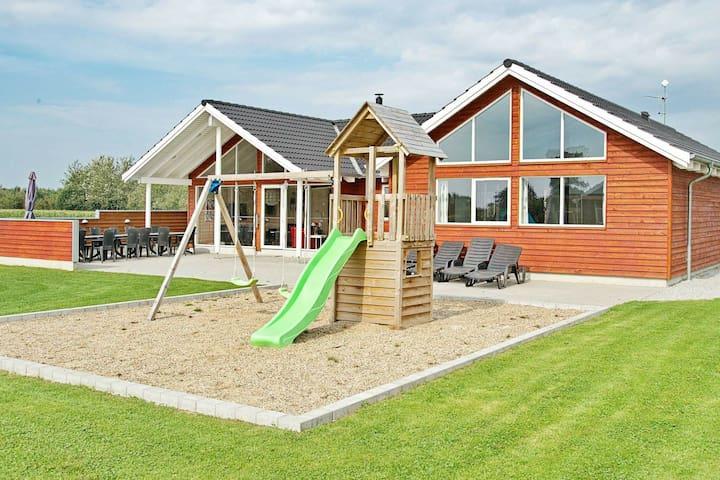 Vaste maison de vacances à Nordborg avec sauna