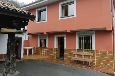 Casa en la falda del Aramo,con vistas al Monsacro - Cardeo - House