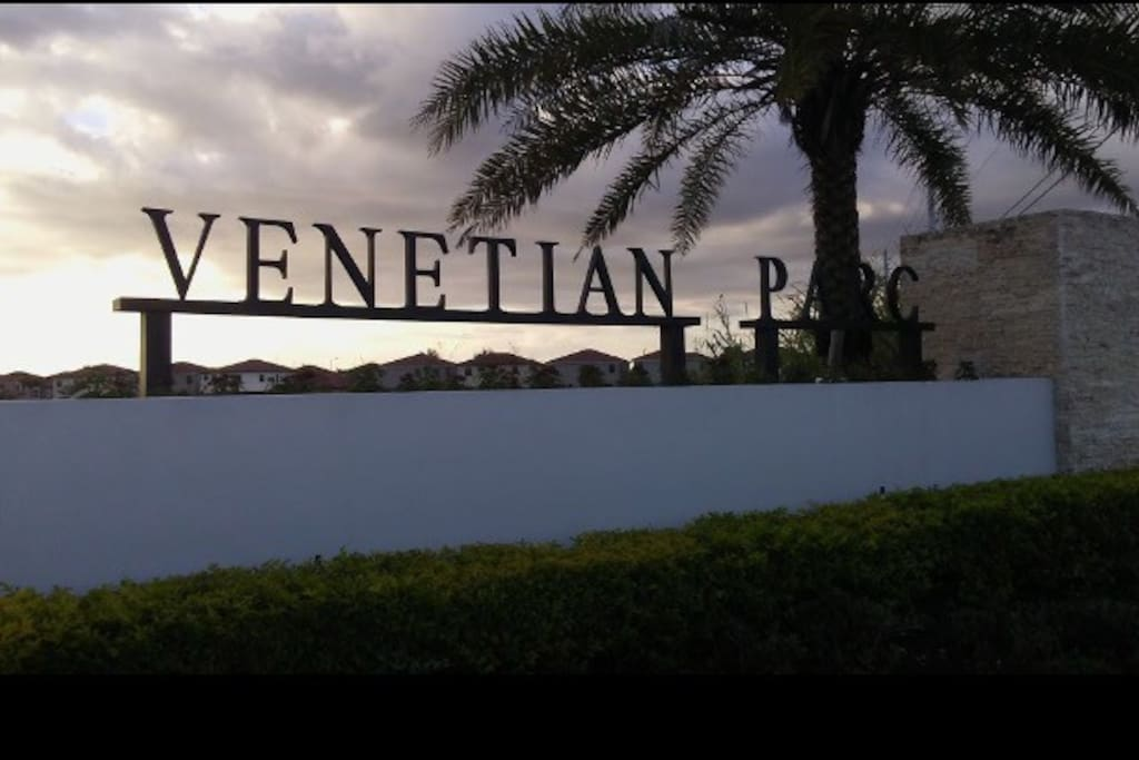 """Private room located in townhouse within this beautiful new community that is """"Venetian Parc"""". Sure to give you a Miami feel surrounded by palm trees."""