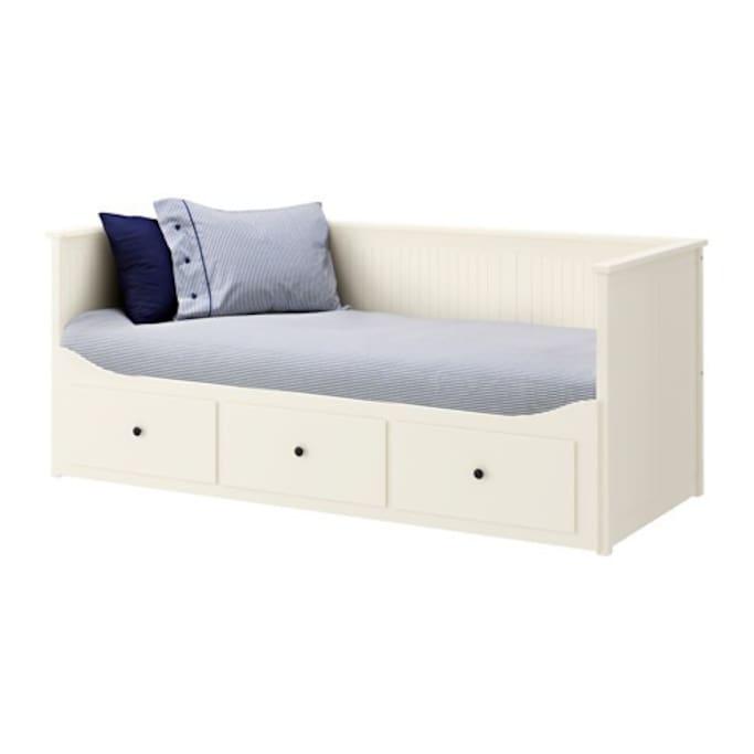 Está es la nueva cama!  Así está preparada para una persona.