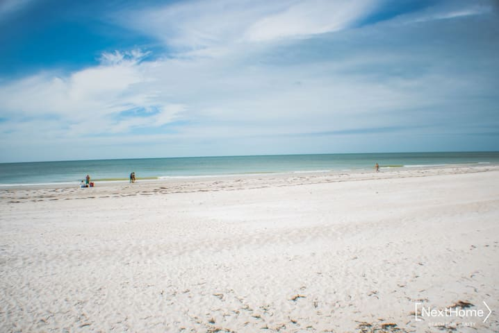 Redington Beach - newly renovated condo, heated pool, steps to white sand paradise