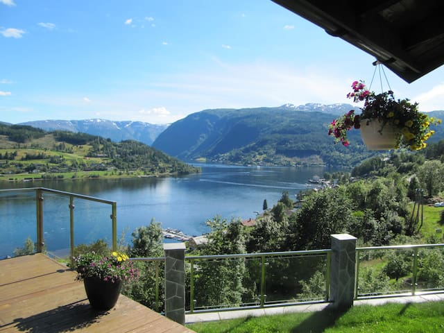 A rare spot in Norway with fjord view supreme - Ulvik - Rumah