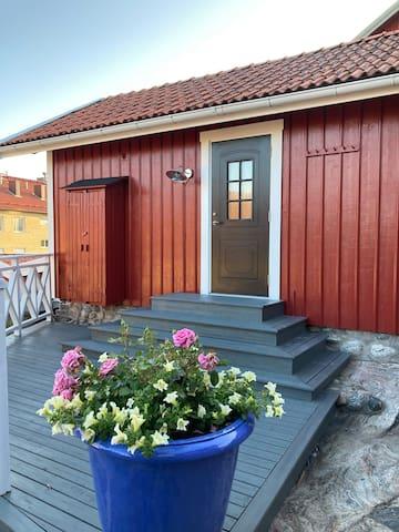 Centralt boende mitt i Strömstad