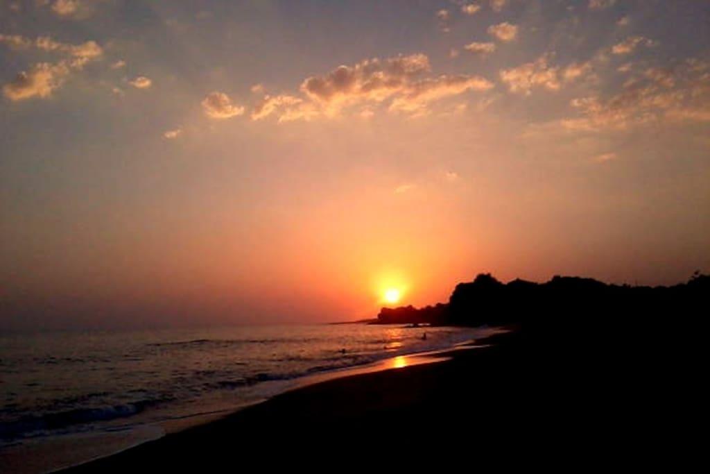 Ηλιοβασιλεμα στη Χρυση Ακτη