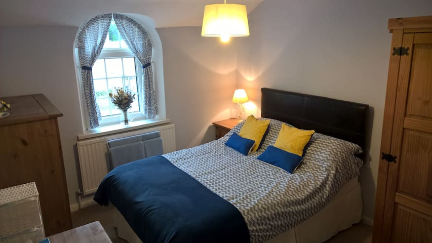Double room in comfortable cottage, Brecon Beacons - Glangrwyney