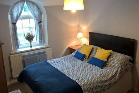 Double room in comfortable cottage, Brecon Beacons - Glangrwyney - บ้าน