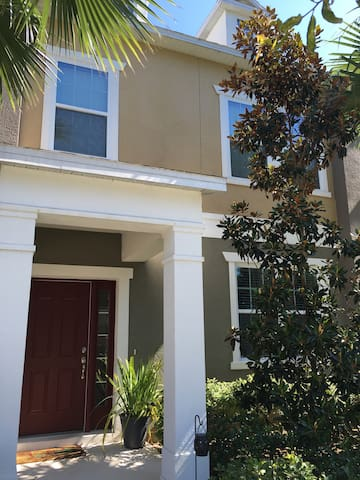 Luxury Townhouse with Nightly Disney Fireworks - Windermere