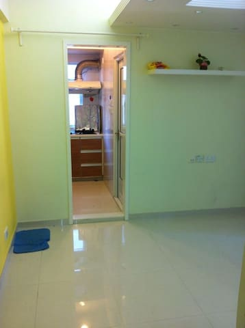 Wan Chai 1-min to MTR (4 persons)