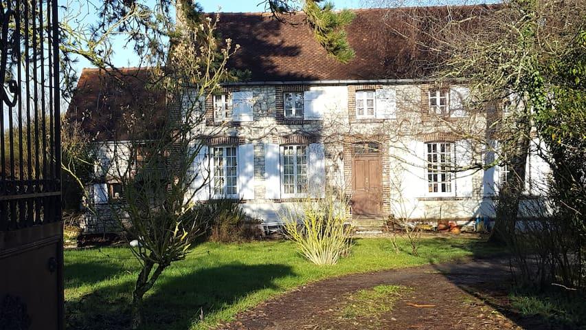 Belle maison restaurée du 19ème, à 2h de Paris