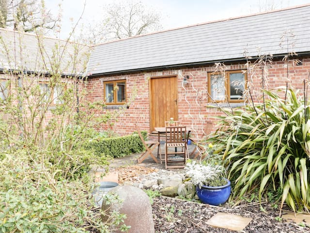 ACORN COTTAGE 1, character holiday cottage in Burlton, Ref 974817