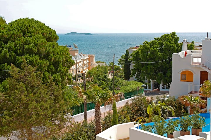 Town house located 200 metres from the beach