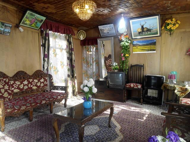 New Retreet Houseboat - Srinagar