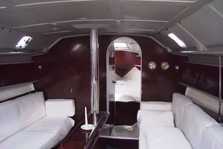 Cabine privative sur voilier 12m - Cap-d'Ail