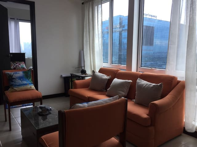 2br corner unit with great view & accessible mall