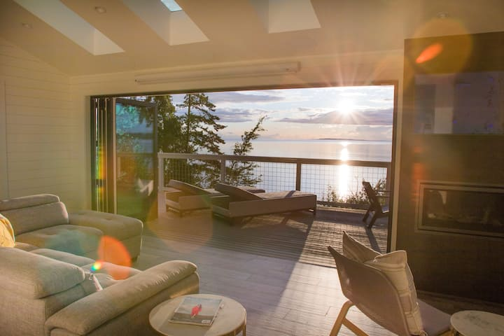 The Perch - Modern Waterfront Luxury