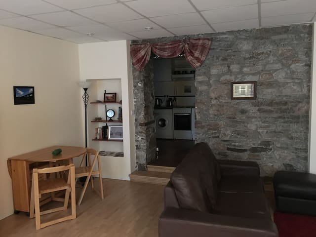 Immaculate cosy apartment in village centre