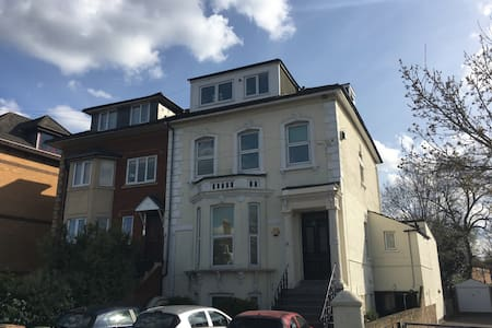 Entire 1 bed apartment near Heathrow and London. - Staines-upon-Thames - 公寓