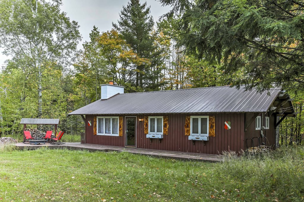This 3-bedroom, 1-bathroom vacation rental cabin is perfect for 8 lucky guests!