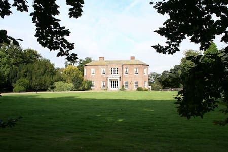Walcot Hall Estate - North Lincolnshire - House