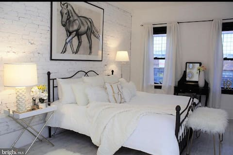 Master bedroom- horse photo has been changed out for city photo