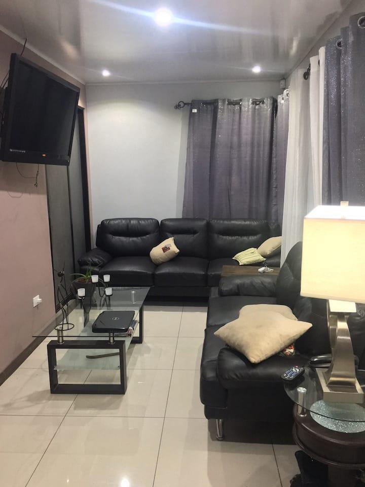 Habitación priv c/desayuno y baño privado, Sta Ana