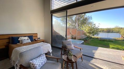 Lovely Lake-Side Terrace / Casa de Campo