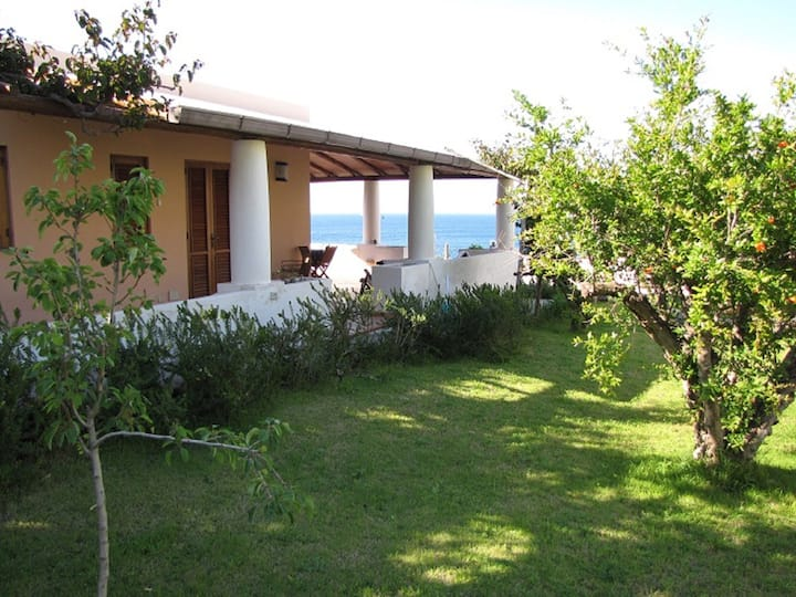 LIPARA, on the beach with panoramic terraces -WiFi