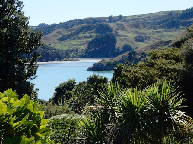 Raglan Artist Retreat - Rua Totara