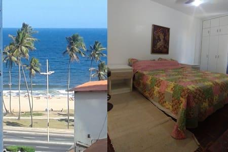 Quarto-suite no Jardim Alah, c/ banheiro privativo