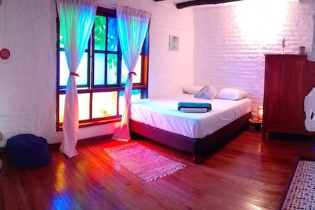 Large tranquil airy  double room  San Antonio - Cali - Maison