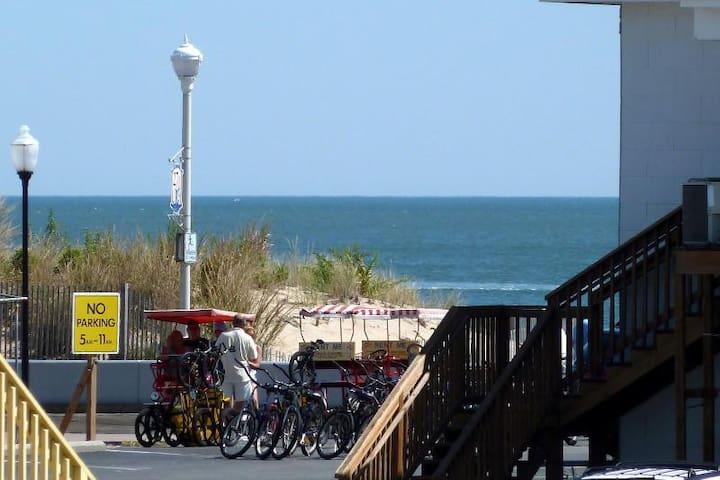 3BR Ocean & Boardwalk view, pool, free Wi-Fi