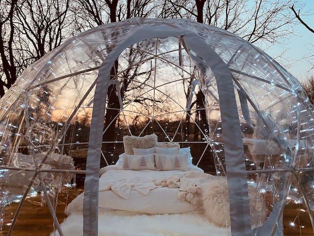 The SnowGlobe Igloo Winter'cation (Heated&HotTub)