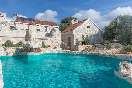 Stonehouse Marina - villa with a two private pools