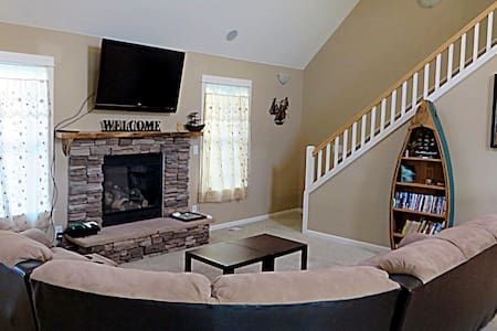 """""""Finding Dory"""" cute 3 bed home, near beach, WIFI - クローバーデール - 一軒家"""