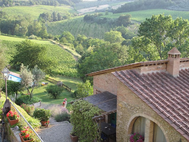 Spacious 1BR Apt in Organic Chianti Farm with Pool - Tavarnelle Val di Pesa - Apartamento