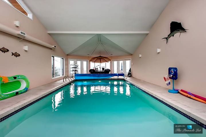 All-Season Pool/8 Beds/Sauna/HotTub/10AcreLakeview