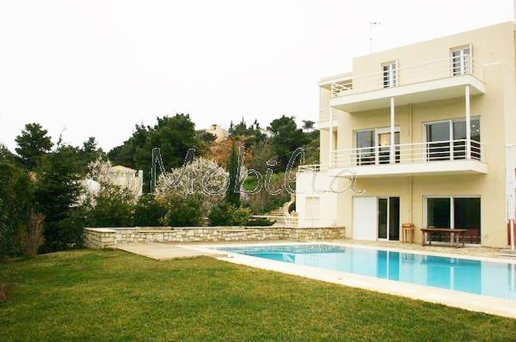 Spacious Lux House with pool, 20 mins from airport - Anatoliki Attiki - Ev