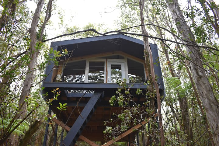 ★ Picturesque Tree House ★ Couple's Getaway