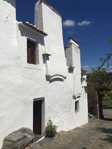 Casa do Castelo de Monsaraz com Vista para o Lago - Reguengos de Monsaraz - Huis