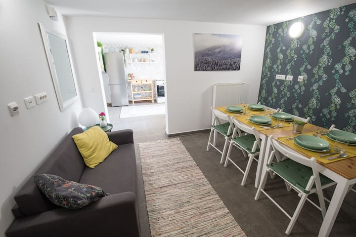 3 bedroom apartment with garden and free parking