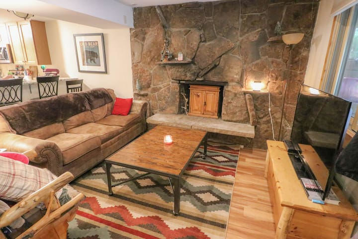 Mountain Cabin 2 Bedroom Sleeps 6
